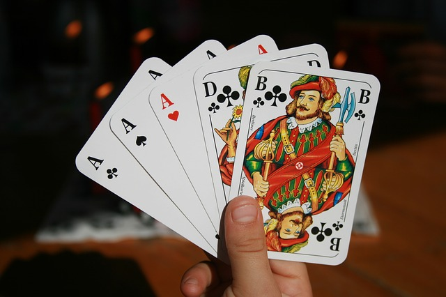 What Are The Factors To Consider For Playing At An Online Casino?
